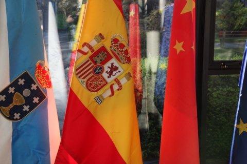 Imaxes do relatorio de Juan Raposo - Xornadas sobre autonomías en España e China: Galicia como exemplo